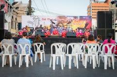 Junge Musiker an auf einem Stadium Stockbilder