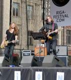 Junge Musiker auf 75. Jahrestag von John Lennon-Festival in Riga Stockfotografie