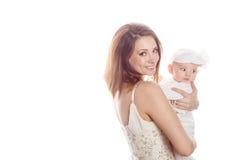 Junge Mutter mit einem Kind in ihren Armen stockbilder