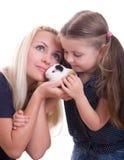 Junge Mutter mit ihrer Tochter Stockfotografie