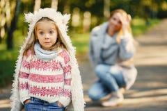 Junge Mutter mit Kleinkind Lizenzfreie Stockfotos