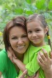 Junge Mutter und ihre Tochter Stockbild