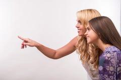 Junge Mutter- und Jugendlichtochter Stockfotos