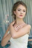 Junge nette blonde schöne Braut Lizenzfreie Stockfotos