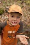 Junge ohne Zahn. Lizenzfreie Stockfotografie