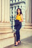 Junge ostindische amerikanische Geschäftsfrau in New York lizenzfreie stockfotografie