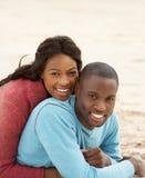 Junge Paar-Umfassung Stockfotografie