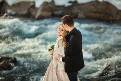 Junge Paare in der Liebe stockbilder
