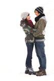 Junge Paare in der Winterkleidung Stockfoto