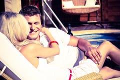 Junge Paare, die ausmachen Lizenzfreie Stockbilder