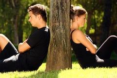Junge Paare, die ein Problem haben stockfotos