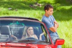 Junge Paare, die eine Debatte haben Lizenzfreies Stockfoto