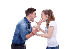 Junge Paare, die einen Kampf haben Stockfoto