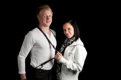 Junge Paare, die Hosenträger ausdehnen Stockbild