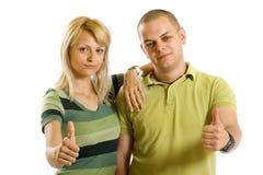Junge Paare, die ihr okayzeichen bilden stockbilder