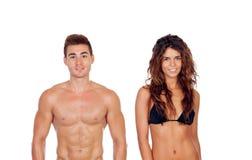 Junge Paare, die ihre perfekten Körper lokalisiert auf einem weißen Ba zeigen stockbilder