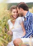 Junge Paare, die Spaß bilden Stockfoto