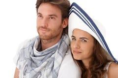 Junge Paare, die weg schauen Stockfotos