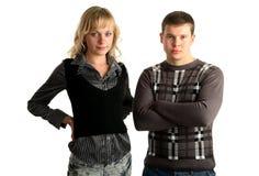 Junge Paare, die zusammen stehen Stockbild