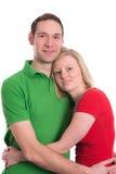 Junge Paare in einer Umarmung Lizenzfreie Stockfotos