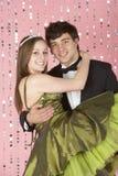 Junge Paare gekleidet für Party Lizenzfreie Stockfotografie