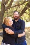 Junge Paare im Park Stockbilder