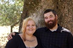 Junge Paare im Park Lizenzfreie Stockfotos