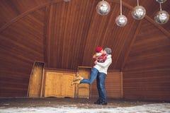 Junge Paare im Winter Lizenzfreie Stockfotografie