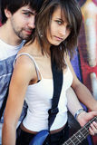 Junge Paare mit Gitarre Stockfoto