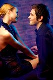 Junge Paare am Nachtklub Lizenzfreie Stockbilder