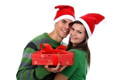 Junge Paare, welche die Sankt-Hüte getrennt auf Weiß tragen stockfotografie