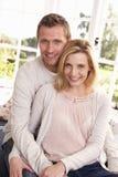 Junge Paare werfen zusammen auf Lizenzfreie Stockbilder