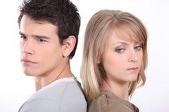 Junge Paare zurück zu Rückseite Stockfotografie