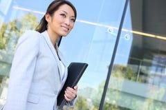 Junge-recht asiatische Geschäftsfrau Lizenzfreie Stockbilder