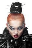Junge Redheadfrau mit Art und Weiseverfassung Lizenzfreie Stockbilder