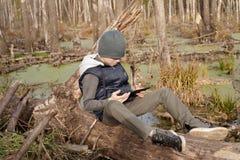 Junge-Reisender mit einem Rucksack Stockbild