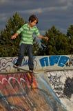 Junge am Rochen-Park Lizenzfreie Stockfotos
