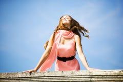 Junge romantische Frau lizenzfreies stockfoto
