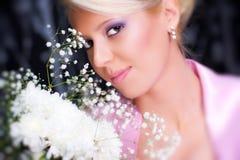 Junge romantische Frau mit Blumenportrait Lizenzfreies Stockbild