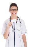 Junge Ärztin, die Visitenkarte hält. Stockbild
