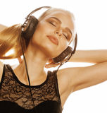 Junge süße begabte Jugendliche beim Kopfhörer-Gesang lokalisiert Lizenzfreies Stockbild