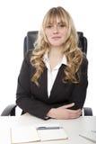 Junge schöne blonde behaarte Geschäftsfrau Lizenzfreie Stockfotos