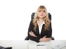 Junge schöne blonde behaarte Geschäftsfrau Stockfotos