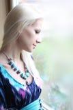 Junge schöne blonde Frau Stockfotografie