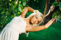 Junge schöne blonde Frau Lizenzfreies Stockbild