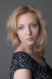 Junge schöne blonde Frau Stockfotos