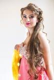 Junge schöne blonde Frau des Porträts Stockfotografie