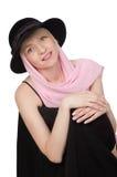 Junge schöne blonde Frau mit einem rosafarbenen Schal Stockfotos