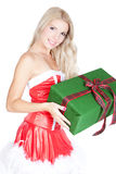 Junge schöne blonde Frau mit Geschenkkasten Stockbild