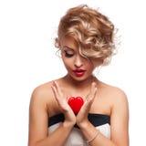 Junge schöne blonde Frau mit Herzen Stockbilder